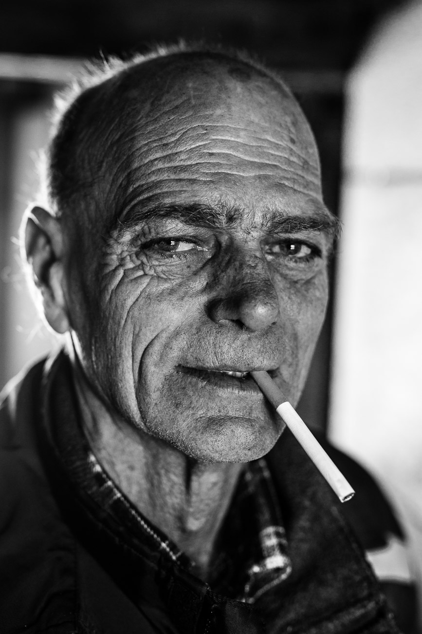 stiphout_portrait-man_smoking01